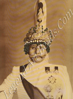 In the 1930s the spectacular turban-crowns of their wealthy Nepalese clients caused bemusement at the Van Cleef & Arpels showroom on the Place Vendome.