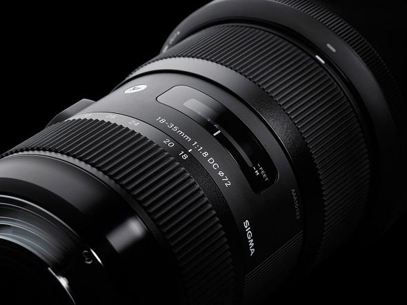 Fotografia della scala delle focali del Sigma 18-35mm f/1.8, vista laterale