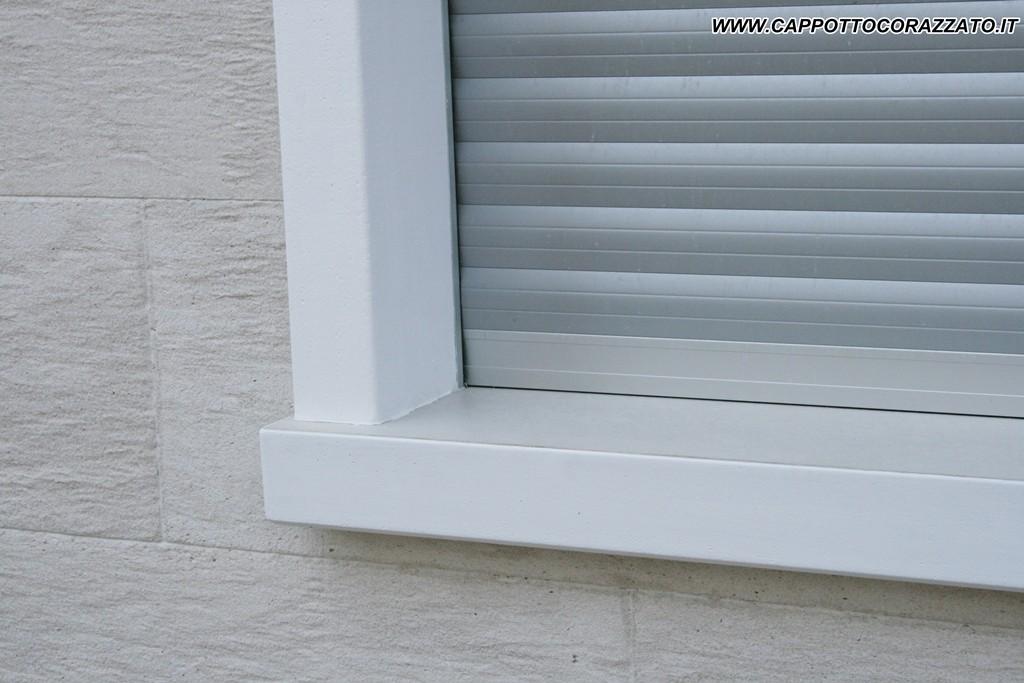 Davanzali in alluminio per cappotto installazione for Copri muro esterno prezzi