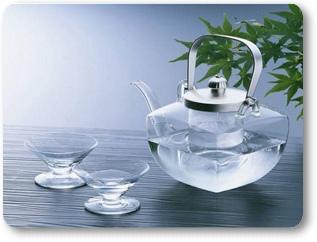 若將「心」比喻成杯子,就是你的杯子裡還有污水,今天你來修行,我把清淨的水倒進你的杯子裡,但是你的杯中還有污水,所以必須先把污水倒盡,把不乾淨的杯子洗乾淨,也就是讓心完全空掉,然後再用這個乾淨的杯子重新接受清淨的水,接受佛法,接受佛的加持、修行正法,你就可以得到不可思議的力量,依你的真功德而修行成正果。