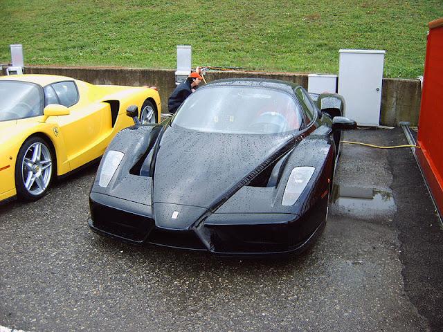 Gambar Mobil Sport Ferrari Enzo 02