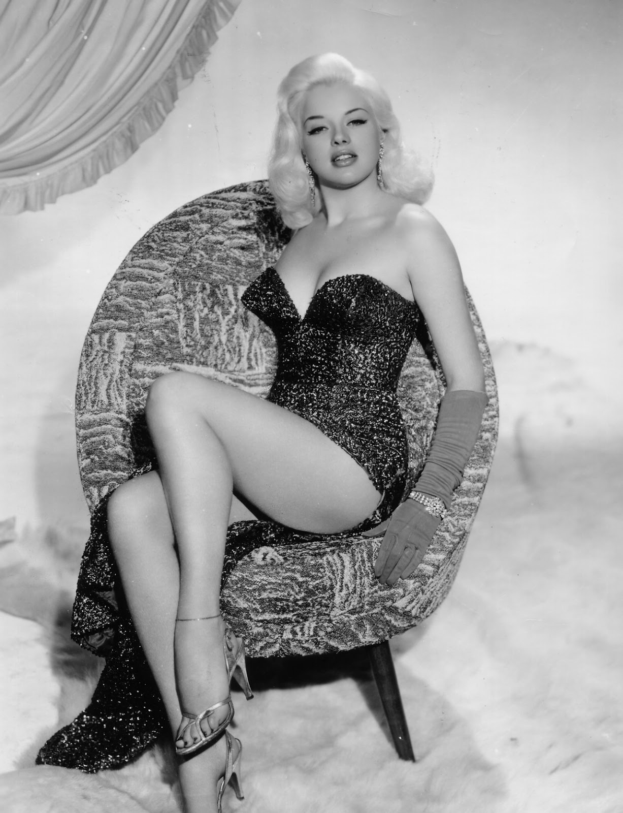 A Slice Of Cheesecake Glamor Thy Name Is Diana Dors