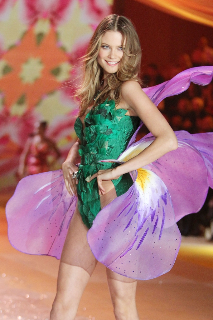 The Angels Are Back! Victoria's Secret Fashion Show 2012