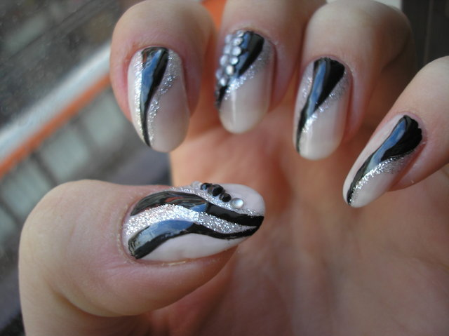 Article source http www luxemag org skin body nail shape 2011 html