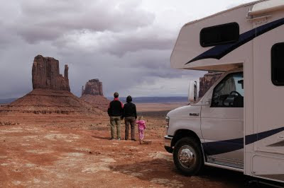 usa motrohome fra road bear i monument valley