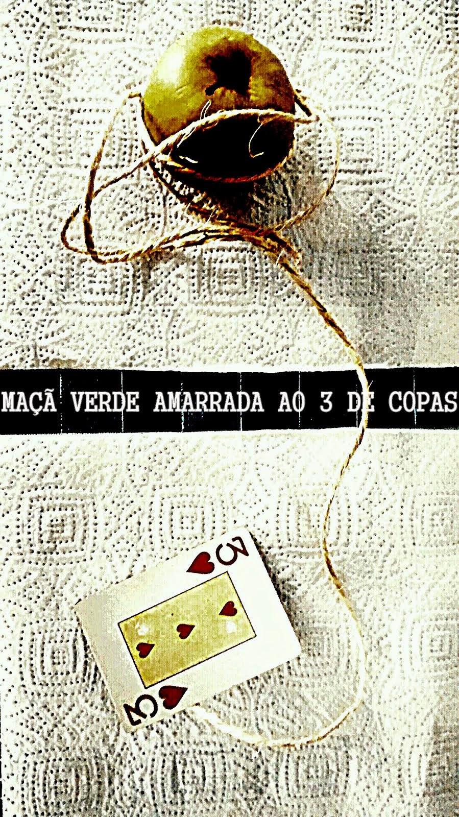 MAÇÃ VERDE AMARRADA AO 3 DE COPAS