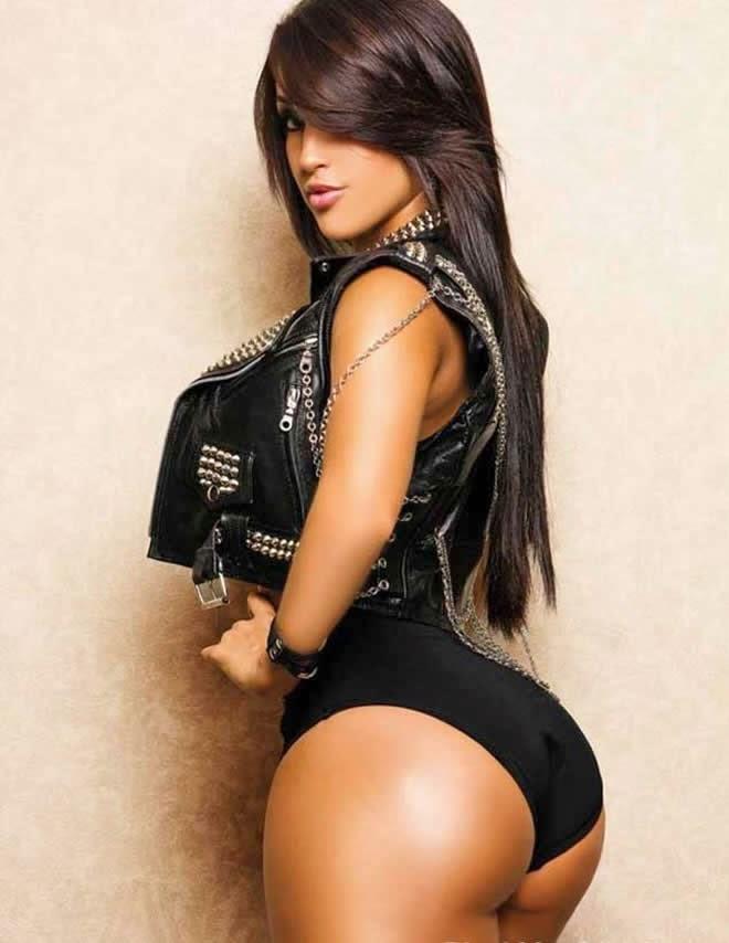 A gostosa modelo cubana Claudia Sampedro em ensaio sensual