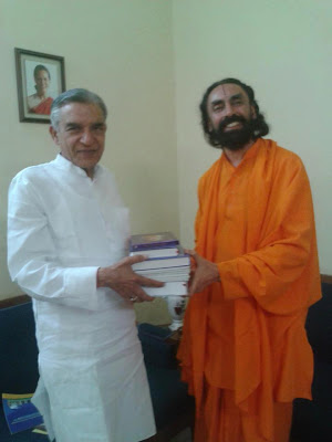 Swami Mukundananda, pracharak of Shree Maharajji, with India railway minister