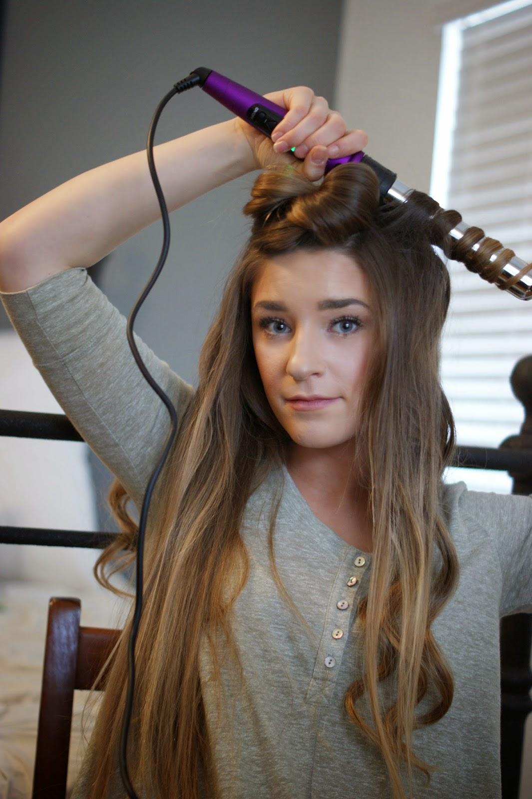 Meggie Frue Loose Wavy Curls Hair Pictorial