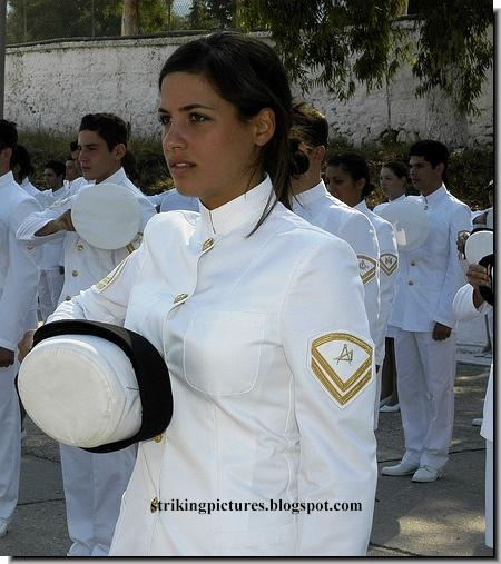 http://3.bp.blogspot.com/-rwXnfIQtwVI/Ta_KH_GCNjI/AAAAAAAAIrM/nDBqefiOOxA/s1600/beautiful-women-army-military-uniform-006.jpg