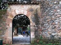 Portal del camí als horts de Can Deu