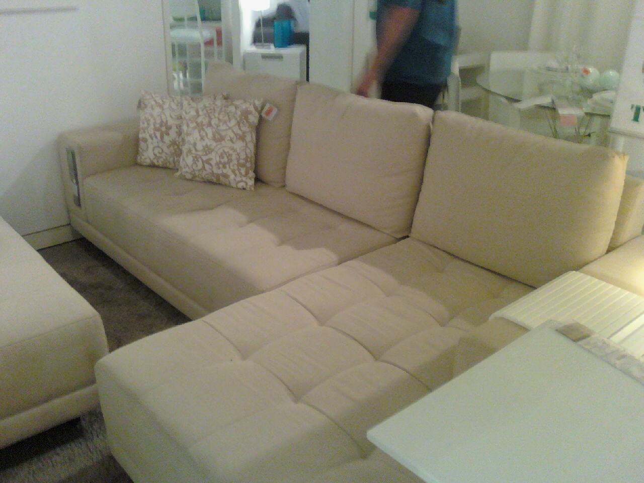 Kaza dos thucos sof mesa tok stok for Sofa cama armario