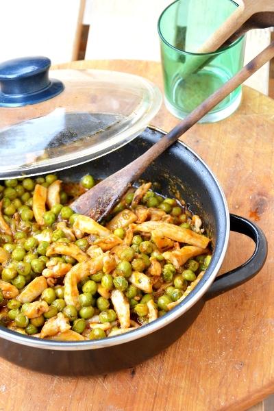 seppie con piselli freschi e concentrato di pomodoro
