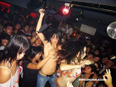 cewek,dugem,clubbing,pesta,club,hot,bugil,telanjang