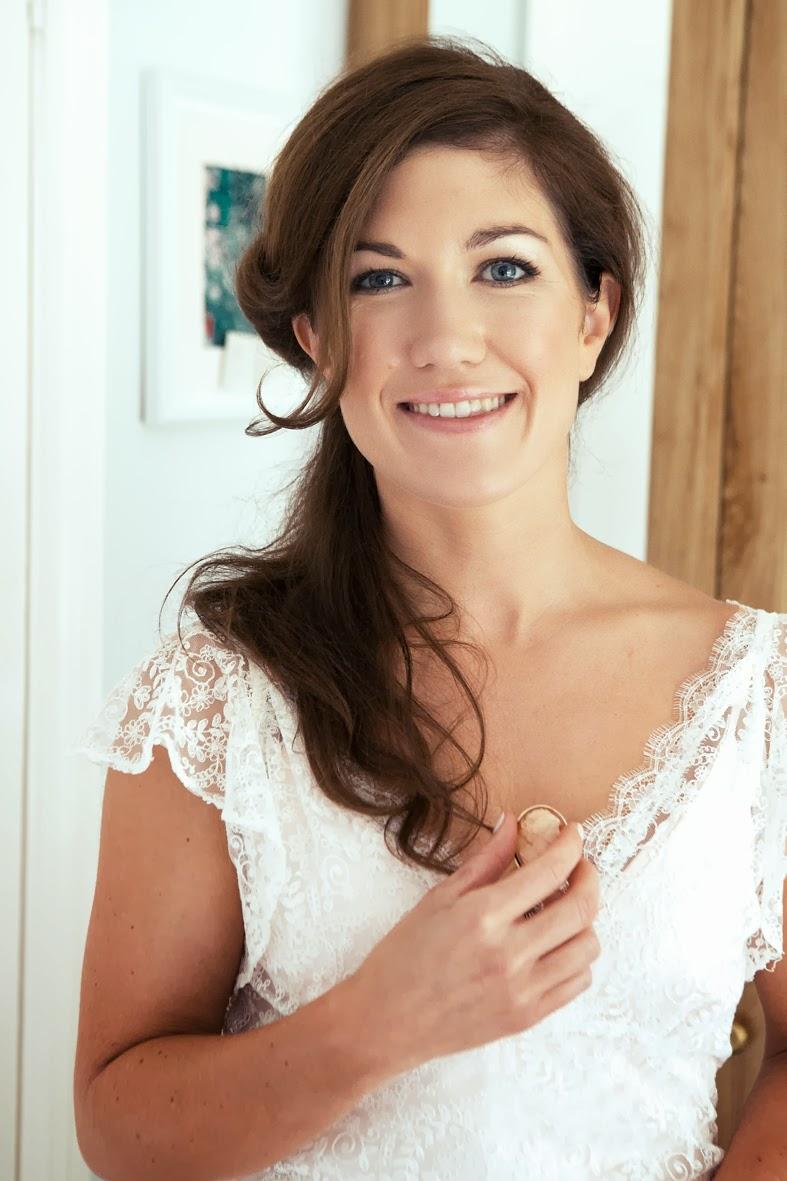 Heavenly Vintage Wedding Blog, Real Bride Jennifer wears vintage-style lace wedding dress