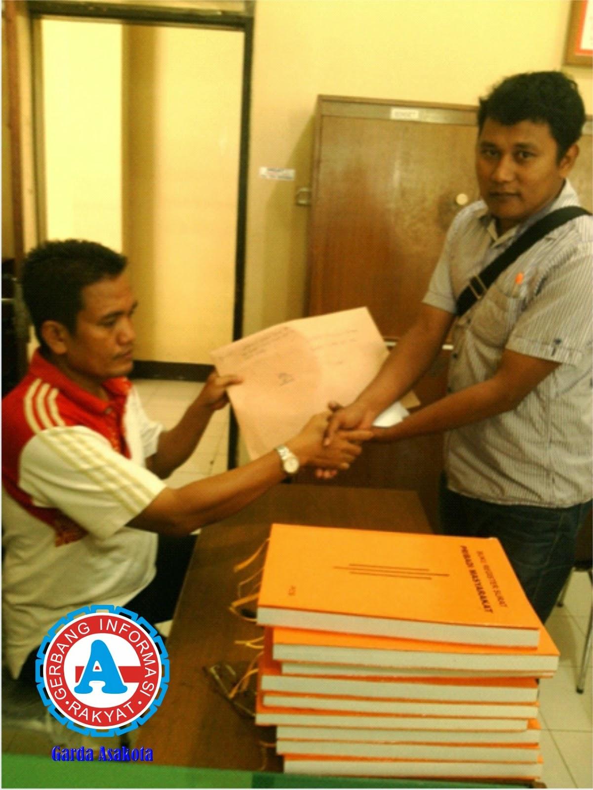 Gerak NTB Serahkan Dokumen Laporan  Dugaan Korupsi APBD Dompu ke Polda NTB