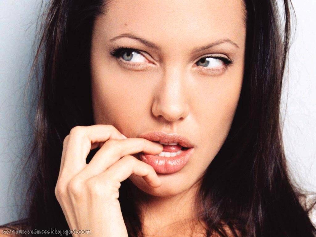 http://3.bp.blogspot.com/-rxcdwhm0oJI/TgD-GhxBt9I/AAAAAAAAH7Y/05Jzf0pq6wQ/s1600/Angelina-Jolie-1.JPG