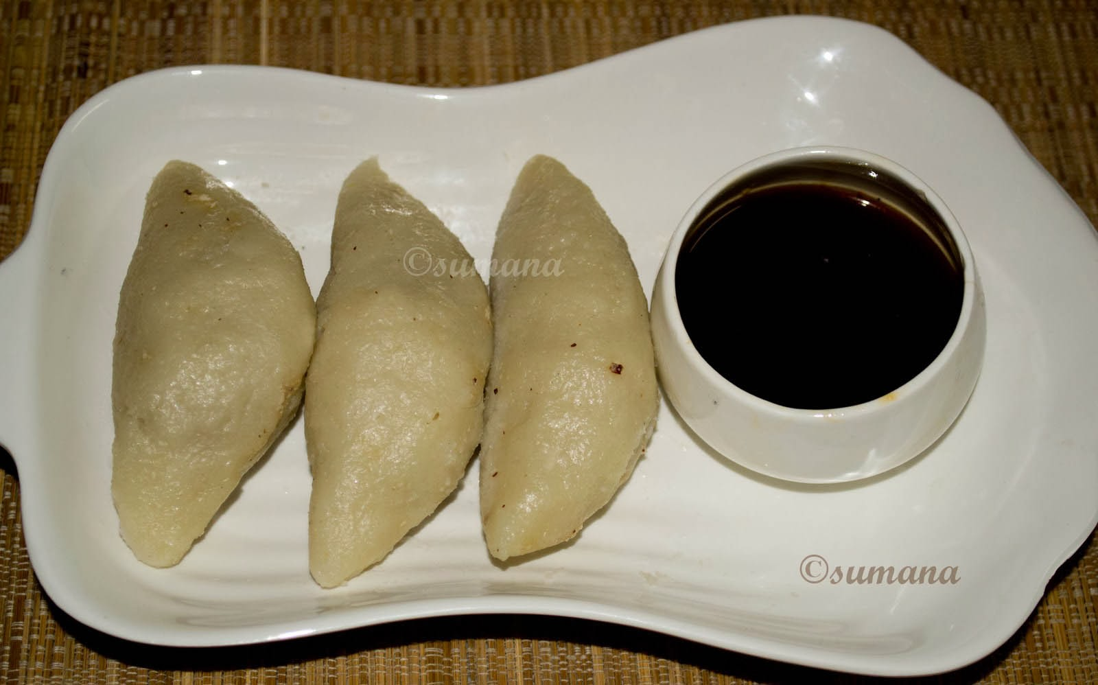 vapa pithe or puli pithe is a dumpling made of rice flour and coconut made by Bengalis during Poush Sankranti