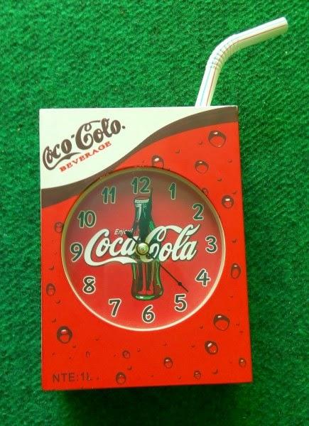 kamera pengintai bentuk jam coca cola