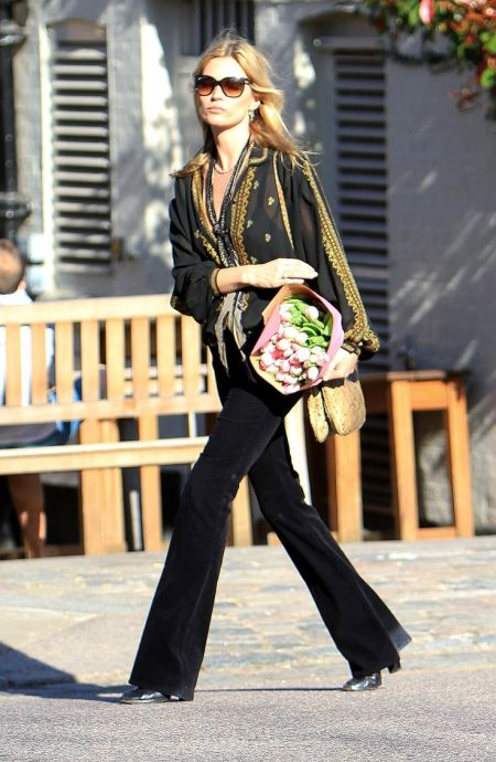 Kate Moss stylish street style bohemian black and gold outfit