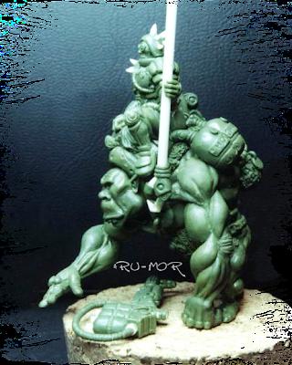 Perfil de miniatura realizada por ªRU-MOR en masilla verde, consiste en una especie de ogro-montura y su jinete caza-recompensas. Warhammer 40000