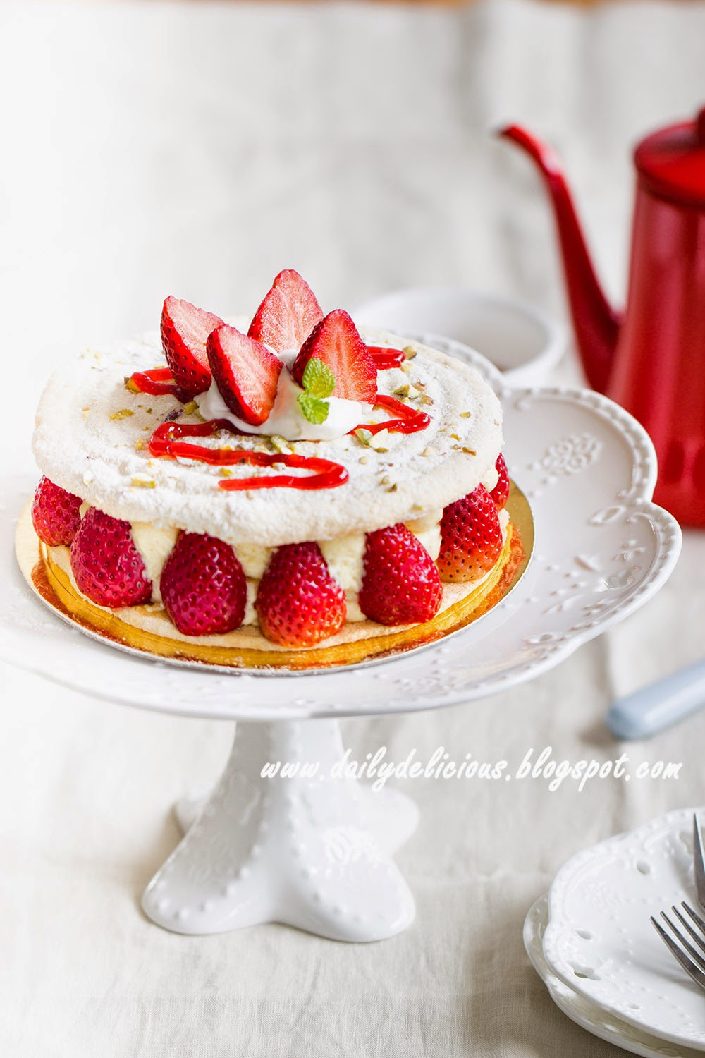 Strawberry Dacquoise Cake Recipe