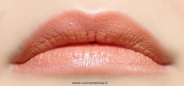 Pupa - Soft & Wild. Collezione autunnale 2015. Soft&wild Soft & Wild I'm Lipstick. Swatch sulle labbra. 001 Soft Rose Nude.
