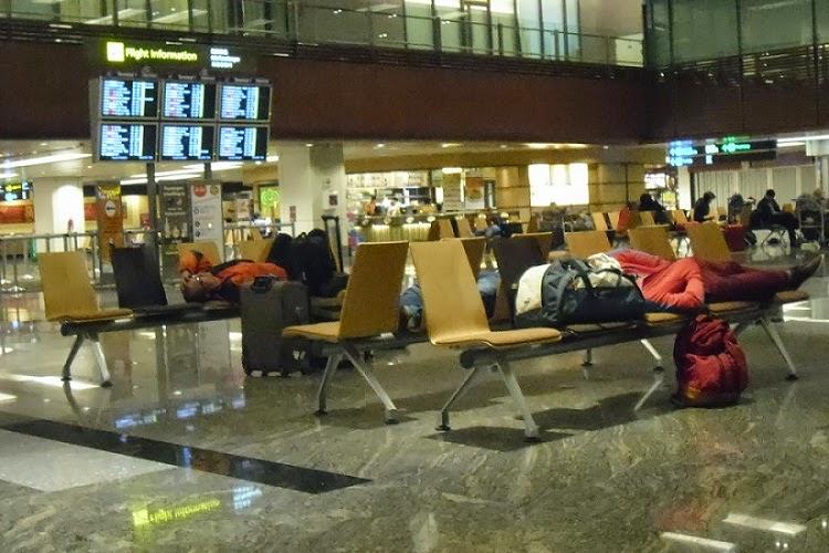 Tips Bagi Traveler Menginap di Bandara