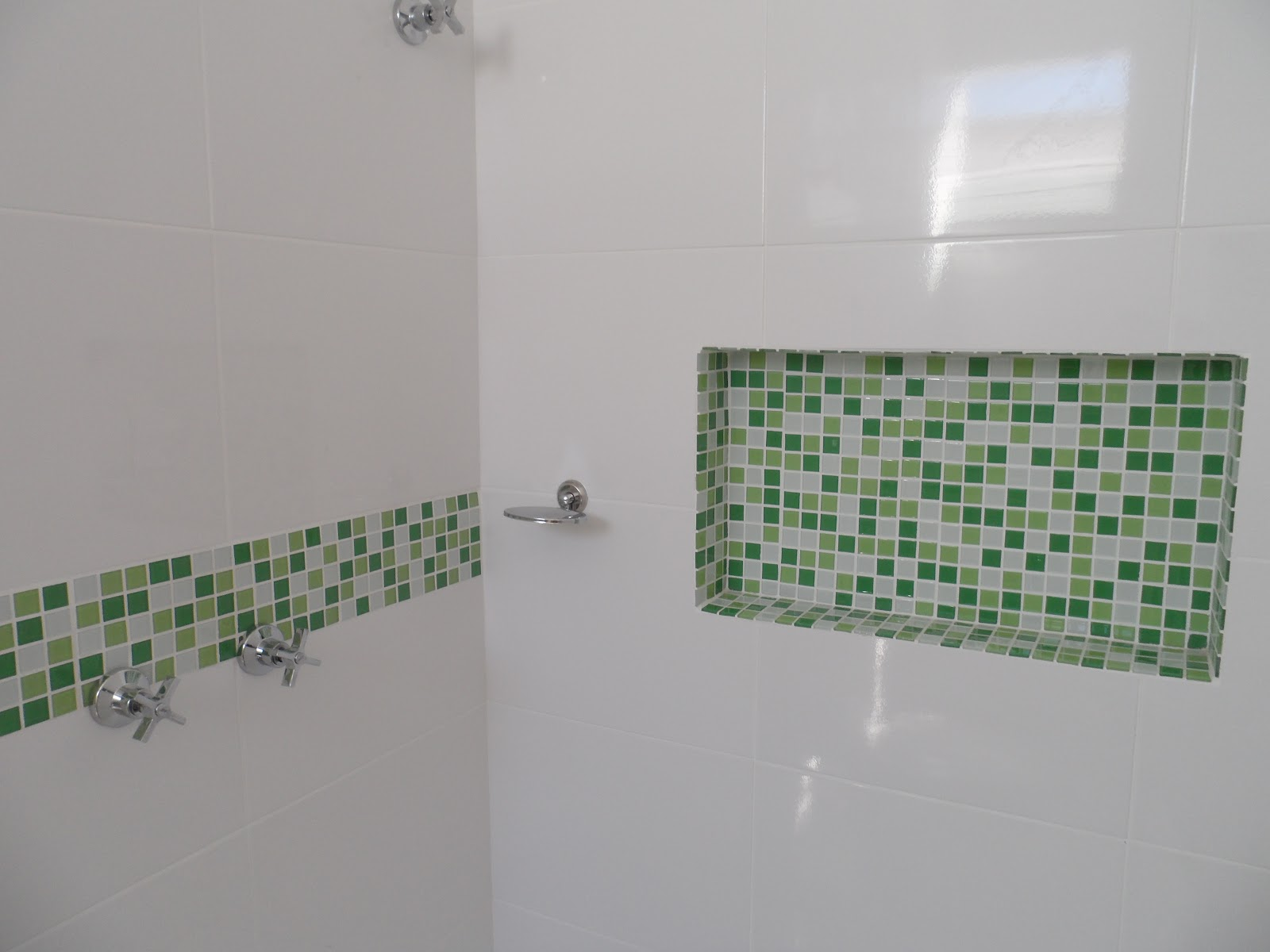 #38603D DIÁRIO DE CONSTRUÇÃO DE UMA CASA PEQUENA: REVISÃO DA SEMANA  1600x1200 px Banheiro Nicho Pastilhas 2731