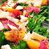 Fesleğen soslu şeftali salatası - Detoks