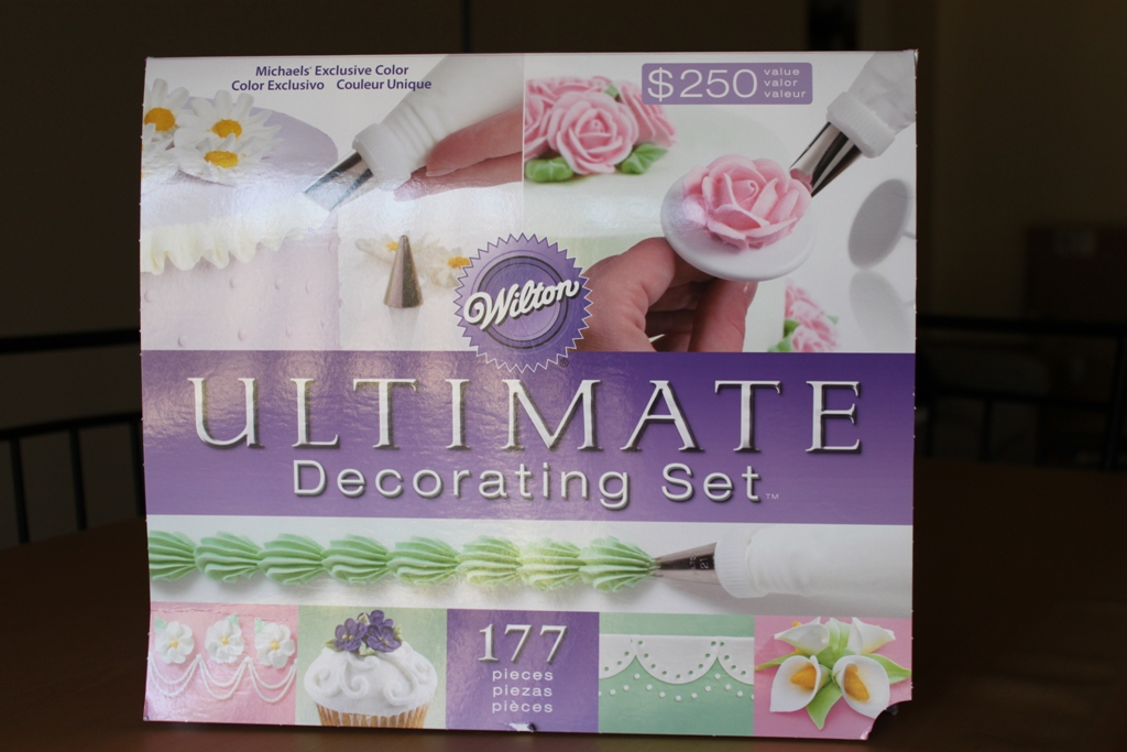 The Novice Baker: Wilton Ultimate Cake Decorating Set!