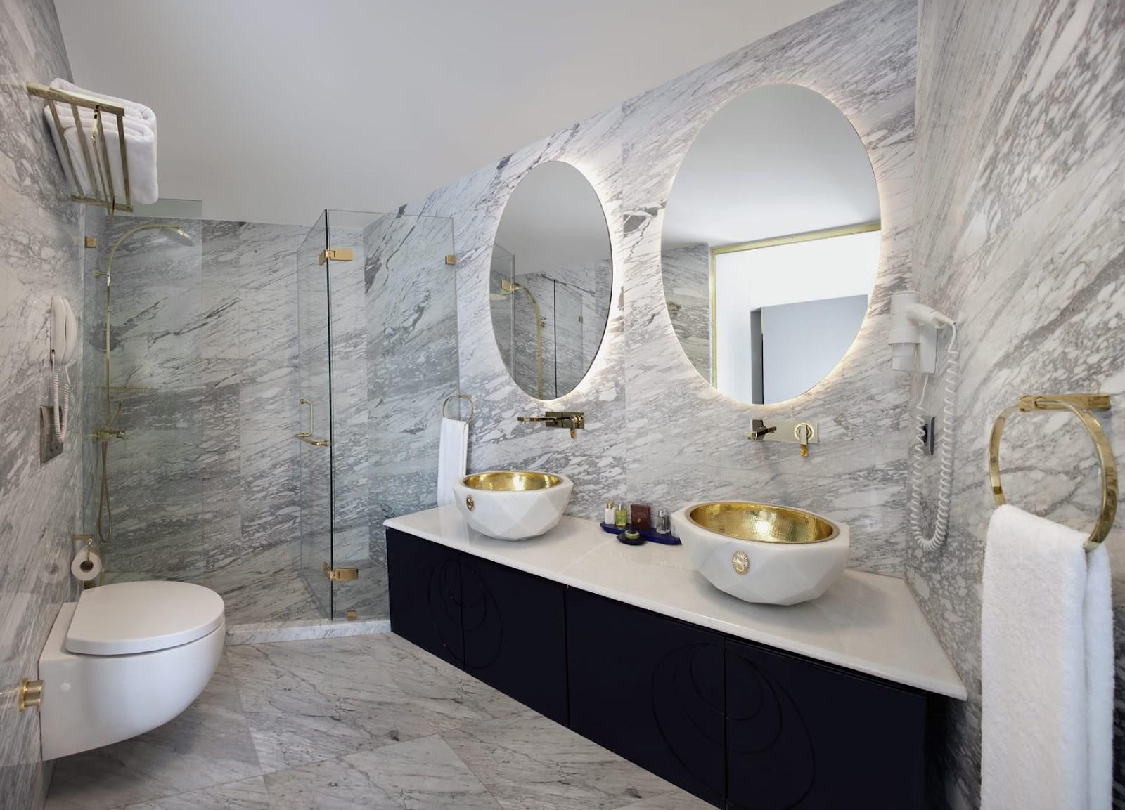 Decore com Gigi: BANHEIROS e LAVABOS: Parte 1 #6D624A 1600x1153 Banheiro Compartilhado Em Hotel