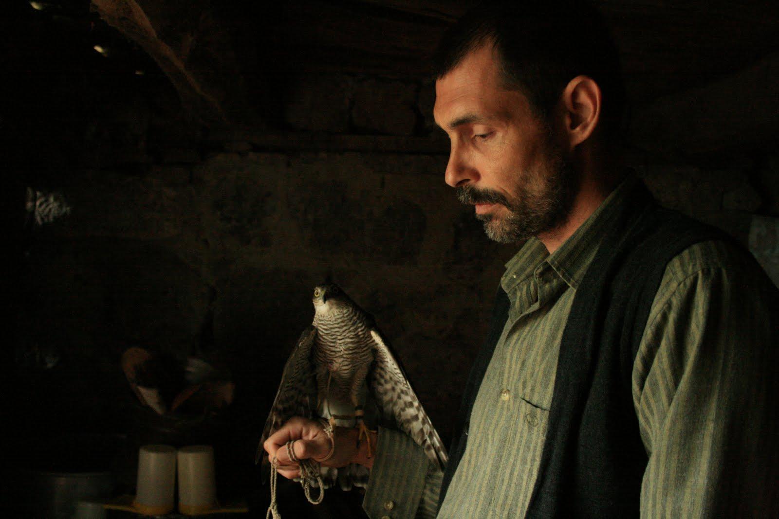 http://3.bp.blogspot.com/-rzbhQZ6kJxM/TnBiTsl93YI/AAAAAAAAAxc/BnoADnkk7uA/s1600/Honey-Bal-Film-Review.jpg