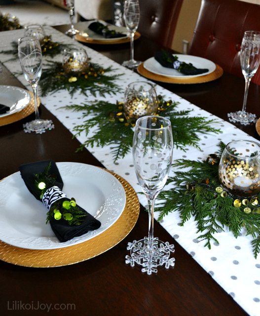 Christmas Home 2013: Decked Out Dining Room