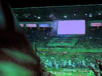 暗闇の中のマリノスのビッグフラッグ 2004 サントリーチャンピオンシップ 第1戦 横浜 F・マリノス対浦和レッズ