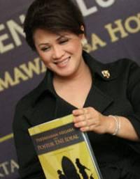 "Connie Rahakundini Bakri - Pengarang Buku ""Pertahanan Negara dan Postur TNI Ideal"""