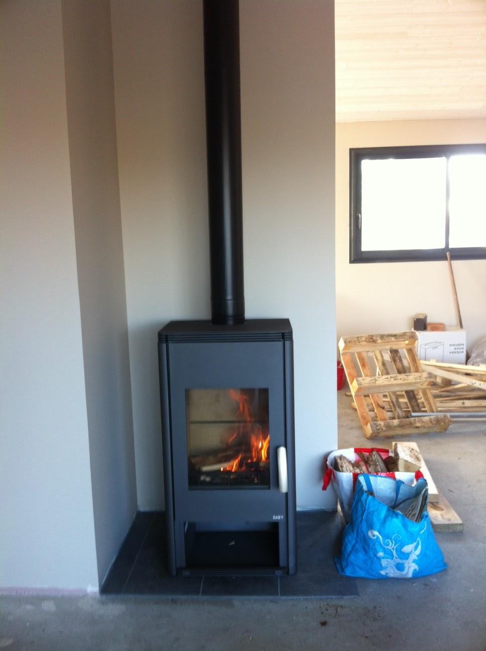 la construction de notre maison en bois vendredi 30 novembre une flamb e. Black Bedroom Furniture Sets. Home Design Ideas