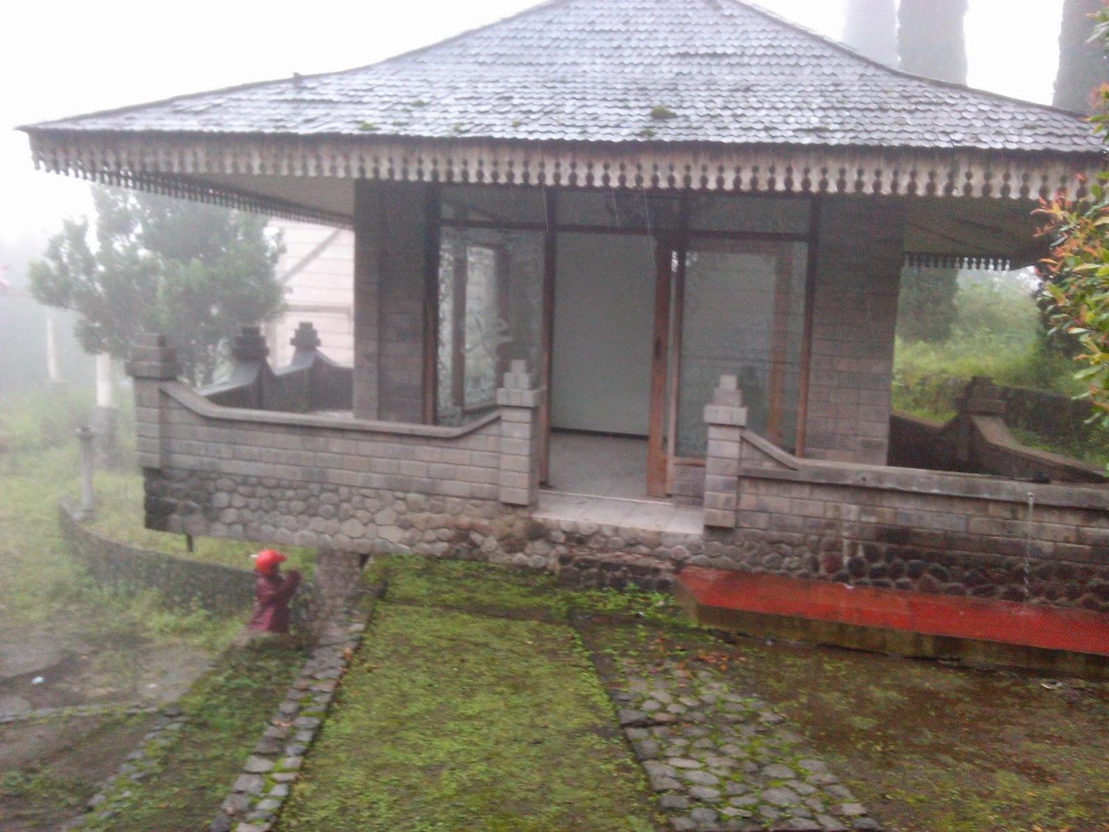 Rumah Kuno di Candi Jawar