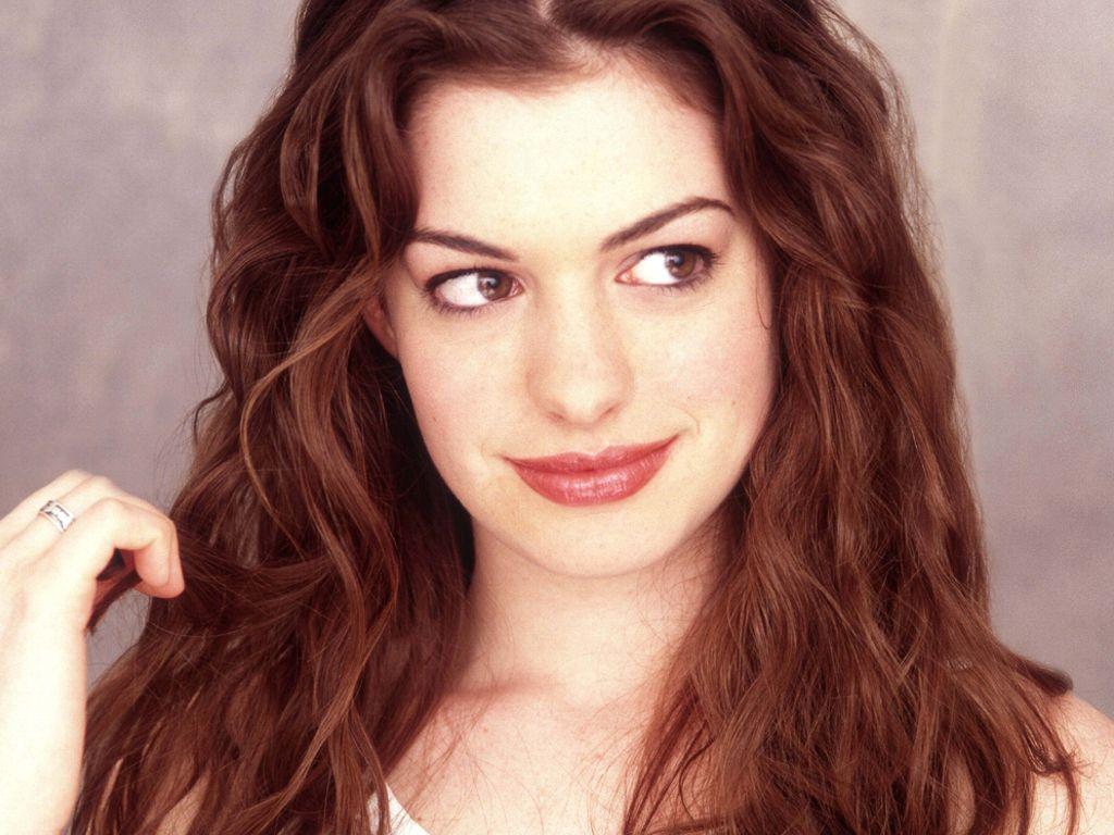 Short Hairstyles Gallery Anne Hathaway Choppy Medium Hairstyle
