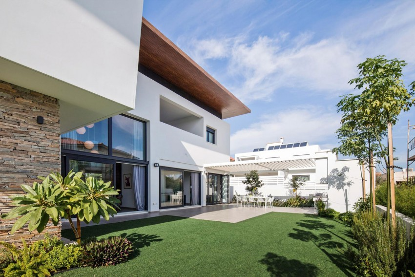Modern Home Design: House in Strovolos by Demetris Ioannou ...
