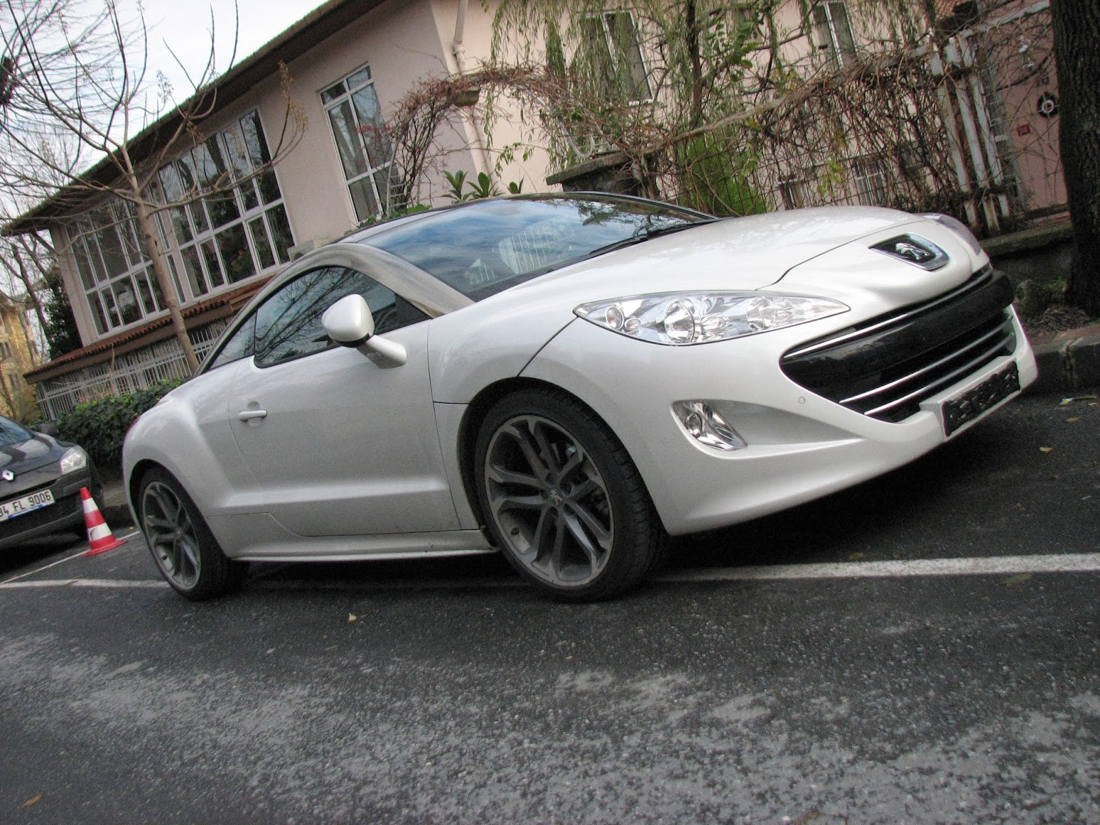 Otomobil Gurusu Peugeot Rcz Dışı Seni Yakar Içi Beni