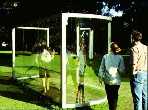 Sculpture de l 39 autre c t du miroir kapoor eliasson for Miroir sans reflet
