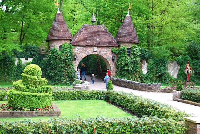 Efteling - fun park - Holland - Nederland - Netherlands - Atrakcijonu parkas - Atrakcijonai - sodai