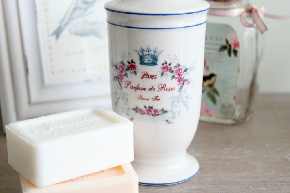 Amy Antoinette - Lifestyle Blog: Shabby Chic Home Accessories