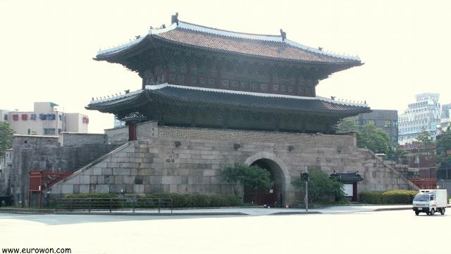 Puerta Dongdaemun de Seúl