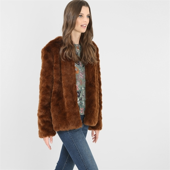 Combinar abrigo pelo marron