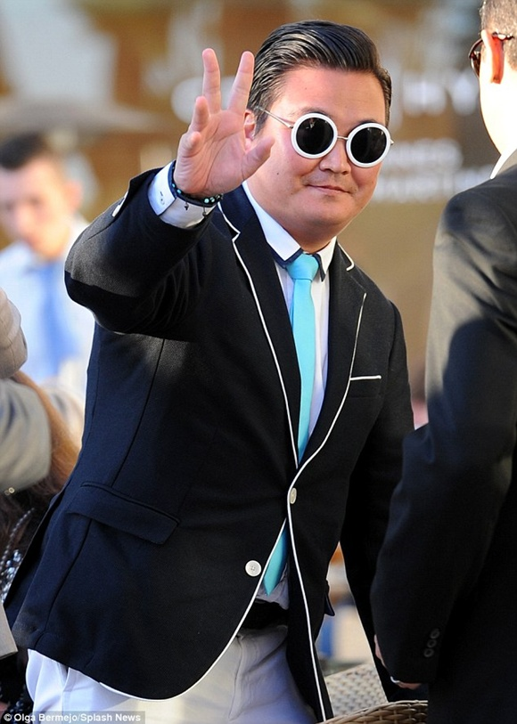 ''Psy giả'' lừa ban tổ chức, được đối đãi đặc biệt tại Cannes 1