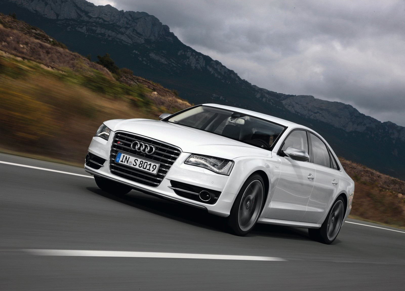 2012 2013 audi s8 wallpapers the world of audi. Black Bedroom Furniture Sets. Home Design Ideas