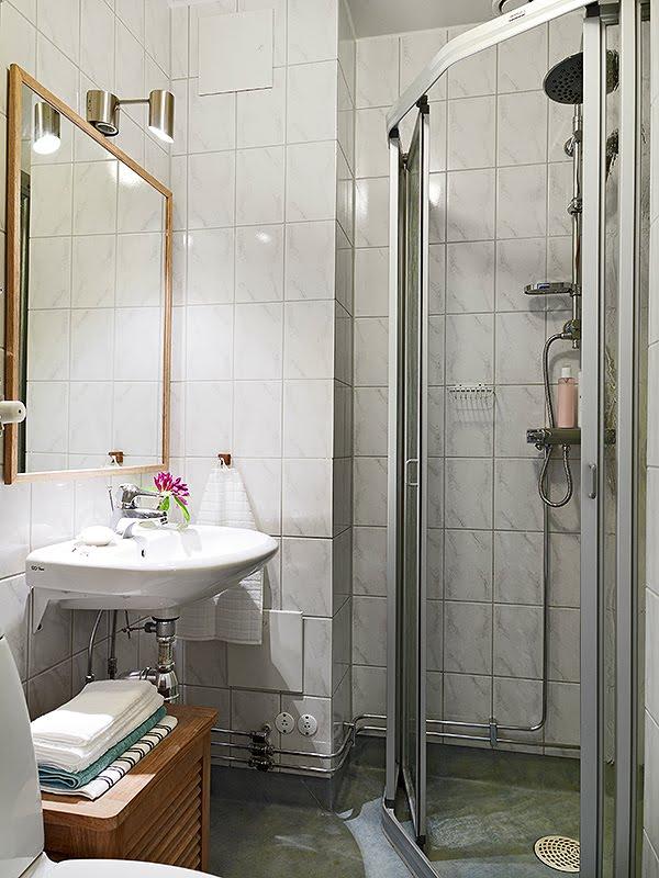 Baño Portatil Pequeno:El cuarto de baño es un espacio muy pequeño pero muy bien