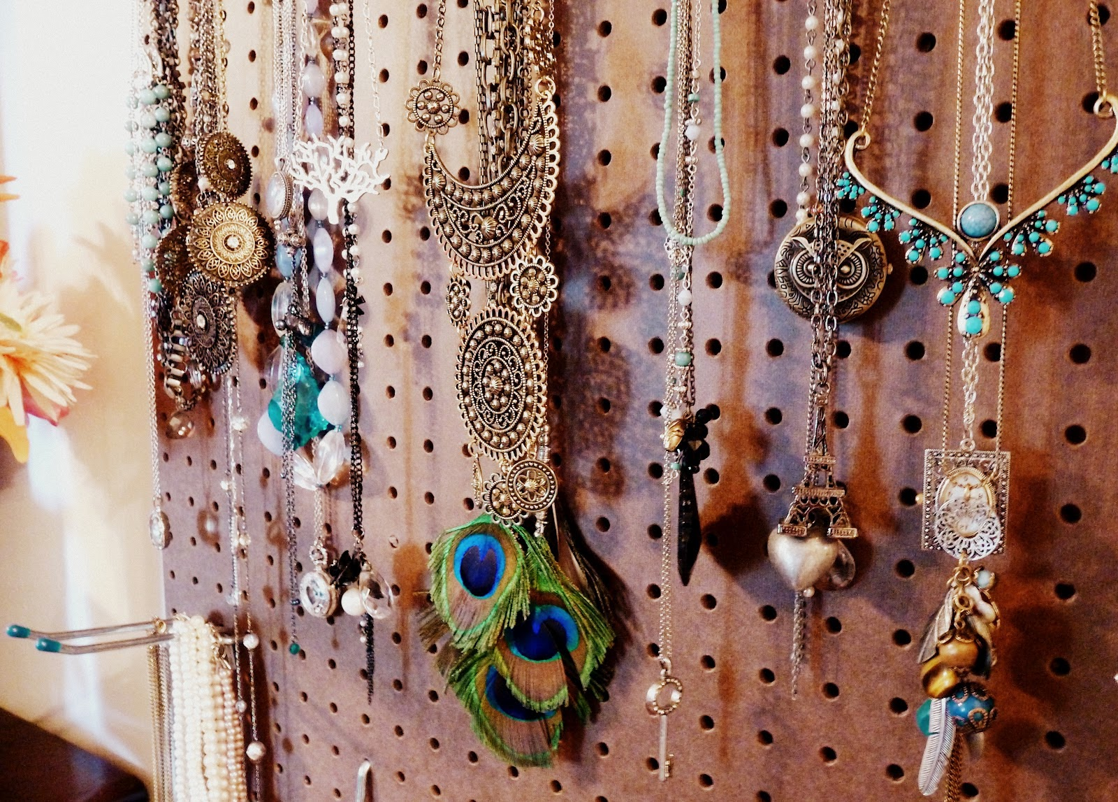 Contemporary jewelry hanger